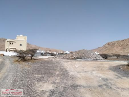 للبيع أرض سكنية في الرسيل / الجفنين أرض مستوية أمامها ش�